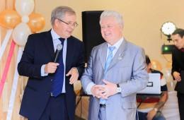 Поздравляет Л.Л.Чударев
