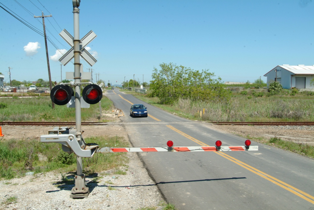 Законопроект об уточнении порядка оборудования железнодорожных переездов специальными техническими средствами принят Госдумой РФ в третьем чтении